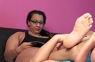 Gina the arab BBW foot smelling enjoyment - 0:34