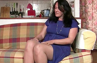 British granny works her pantyhosed old pussy - 12:12