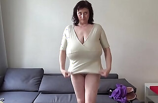 Euro MILF playing with macromastia hanging breasts - 14:40