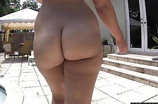 Twerking makes big ass girl vicki Chase horny - 7:49