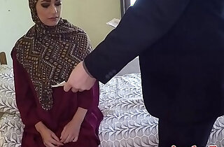 Arabic beauty tastes warm jizz for cash - 5:34
