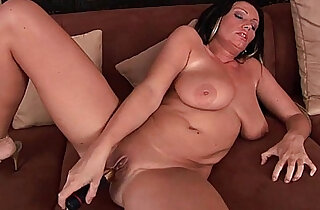 Big boobed soccer mom is toying her mature pussy - 6:09