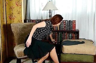 Business lady masturbates in pantyhose - 5:43