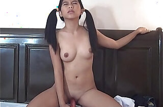 Asian chick stuffs an orange dildo up her tiny cunt succesfully - 7:59