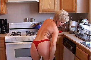 Very sexy grandma has a soaking wet pussy - 9:01