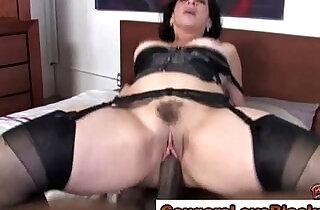 Mature slut gets cumshot - 5:25